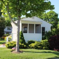 Waterfront Cottage 6, hotel in Riverhead
