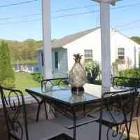 Waterfront Cottage 4, hotel in Riverhead