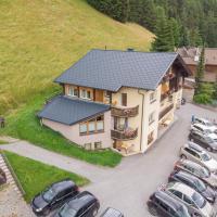 Pension Bergkristall, hotel in Heiligenblut
