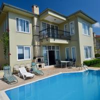 GoldCity Villa with pool