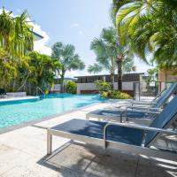3 Bedroom Ultimate Luxury Waterfront, hotel in Cannonvale
