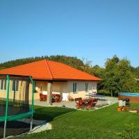 Holiday House Adrelot, hotel in Heřmaničky