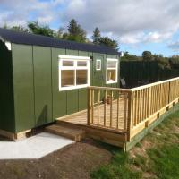 Burnside Shepherd Hut ( En Suite), hotel in Brora