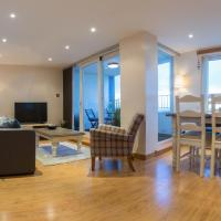 Modern apt, amazing harbour views, wifi & parking, hotel in Musselburgh