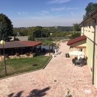 Hotel Dvůr, hotel in Krnsko