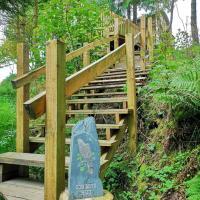 Llethrau Forest & Nature Retreats, hotel in Knighton