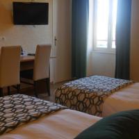 Logis Le Saint Cyr、Montmelardのホテル