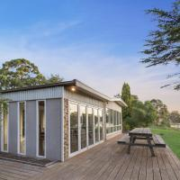 Bluff View River House - Stunning Riverfront, hotel em Eagle Point