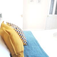 Oceana Accommodation - Alder road, Southampton comfortable house, Near to the hospital, Parking, sleeps 6