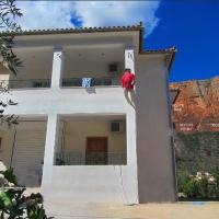 """""""Action"""" House in Leonidio 4-beds, hotel in Leonidion"""