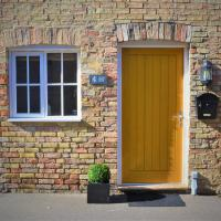 The Old Bottle Store - 2 Double Bedrooms, 2 Bathrooms, St Ives, Cambridgeshire, hotel in St. Ives