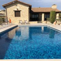 Paradise Traditional House, hotel in Maroni