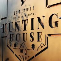 Hunting House, hotel in Turija
