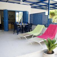 Pebbles Beach Cottage - 1 Bdr, Sleeps 3, Free Wifi, hotel in Governor's Beach