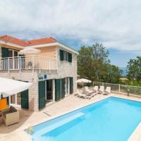 Skrip Villa Sleeps 6 Pool WiFi, hotel in Škrip