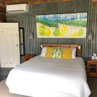 Bed in a Shed Vineyard Stay, hotel in Watervale