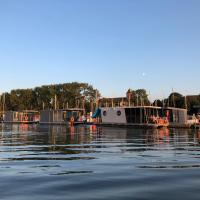 Houseboat Porta Mare – hotel w mieście Kamień Pomorski