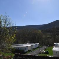 Resort Camping Solopuent, hotel in Castiello de Jaca