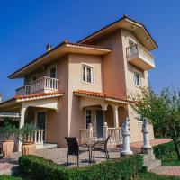 Villa Drosia, 2 hours from Athens, few seconds from the beach, отель в городе Kouvéla