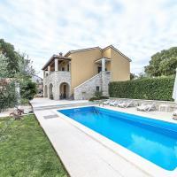 Villa Ladonja with Private Pool and Sauna, Hotel in Marasi
