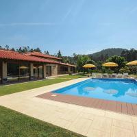 Casa de Pedra, hotel in Cossourado