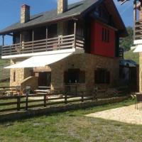 Cozy chalet for mountain activities, hotel in Polinérion