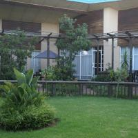 Airport Inn Bed and Breakfast, hotel near O.R. Tambo International Airport - JNB, Kempton Park