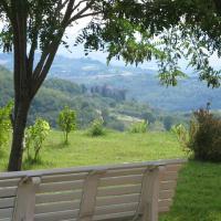 San Terenziano Villa Sleeps 6 Pool WiFi, hotell i San Terenziano