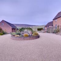 Quaint Holiday home in Boughton Lees Kent with Courtyard