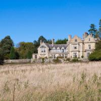 Hurst Green Chateau Sleeps 15 Pool WiFi, hotel in Hurst Green