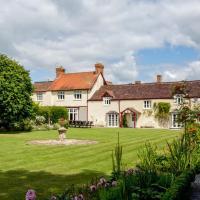 Cossington Chateau Sleeps 16 WiFi, hotel in Cossington