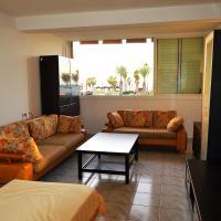 Seaview Beachfront Apartment by Domik, отель рядом с аэропортом Аэропорт Хайфа - HFA в Хайфе