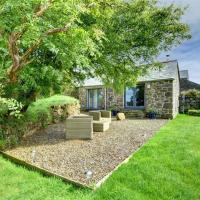 Attractive Holiday Home in Saint Breward with Private Garden, hotel in Saint Breward