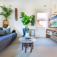 Beautiful Beach Home in Superb Location, hotel in Freshwater