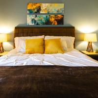 Bungalow Modern Chic Zen 2BD & 2 Full BA - Highly Rated!!, hotel near John Wayne Airport - SNA, Costa Mesa
