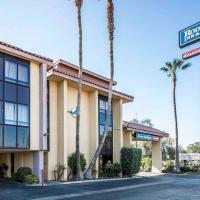 Rodeway Inn and Suites Bakersfield, hotel v destinaci Bakersfield