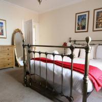 ALTIDO Perfect Location - Stylish 2bd Rose St Apartment