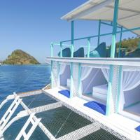 Le Pirate Boatel - Floating Hotel, hotel in Labuan Bajo