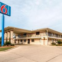 Motel 6-San Antonio, TX - South WW White Rd