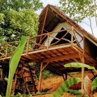 Jungle bar Resto & Cottages, hotel in San Vicente