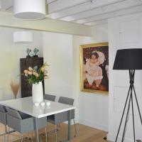 Antwerp old town triplex apartment