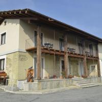 Agriturismo Ai Prüsot, hotell i Bagnolo Piemonte