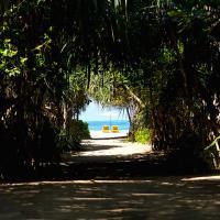 Palm Beach Inn & Sea Shells Cabanas, hotel in Bentota