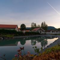 Jølstraholmen Camping og Hytter、Vassendenのホテル