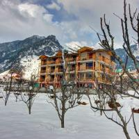 Hotel Mountain face by Snow City Hotels, hotel in Manāli
