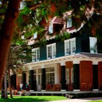 Village Historique de Val-Jalbert, hotel em Chambord