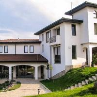 Secluded Villa Amidst Majestic Rhodope Mountains, hotel in Bryastovo