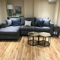 Beautiful 1 bedroom lower level apartment, hotel in Mississauga