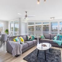 Absolute beachfront penthouse, Castaways Beach, hotel em Marcus Beach