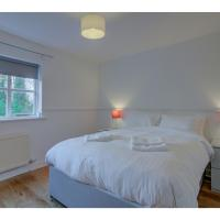 Modern & bright home for up to 4, south Manchester